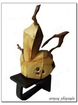 Резные изделия из дерева - авторская статуэтка ручной работы