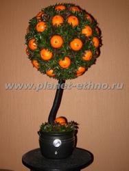 флористика – композиции из искусственных цветов и материалов (стилизованное апельсиновое дерево высотой 60 см)