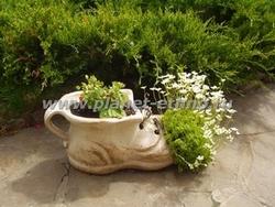 МАФ – декоративное садовое кашпо в виде башмака